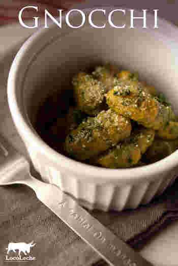 グリーンが鮮やかなジェノベーゼソースのニョッキ。バジルのさわやかな風味とかぼちゃニョッキの甘みが相性良し♪