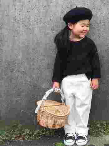 キッズコーデにもかごバッグは大活躍!持ち手にぐるりとバンダナを巻き付けると、いつものかごバッグが一気に「よそゆき」コーデに!