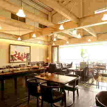 アンティーク調で魅力的な店内。一度訪れると、必ずもう一度行きたくなるようなカフェです。