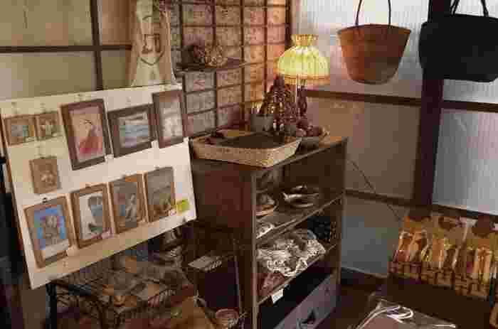 エンガワカフェにはこんな雑貨コーナーも! お食事とともにのんびりお買いものも楽しめそうです。