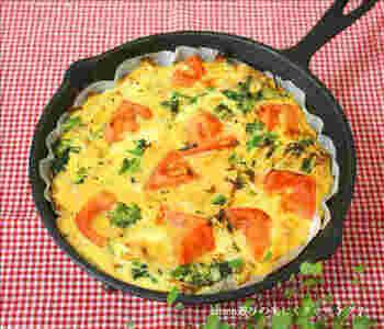 牛乳や生クリームを使うオムレツも、豆乳を使ってヘルシーに仕上げてみませんか?こちらのレシピでは具材に、食物繊維たっぷりの切干大根を使用。そこに、トマトやブロッコリーを加えた、野菜たっぷりのグラタンです。もちろん、お好みの具材を入れてもOK!朝ごはんやランチにも良さそうです。