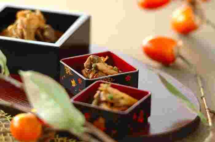 平茸やブラウンエノキ(山えのき)、舞茸を使った佃煮は、なんだかほっとするごはんのお供。遅くなった日の夜食ならお茶漬けにしてもいいですね。
