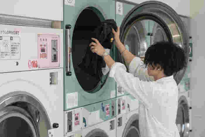 乾燥機を使用すれば毛布がふんわりと仕上がるだけでなく、最近のコインランドリーの乾燥は、雑菌対策やダニの対策にも効果があるタイプが多くて◎。