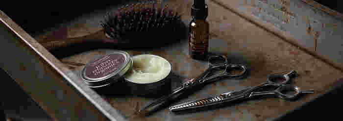 もともとヘアスタイリストだった創業者のジョン・マスター。 毎日、合成化学物質に囲まれた生活をしていた中で、人や地球、さらには髪やお肌への影響を研究し製品づくりに役立ててきました。