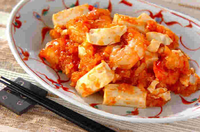 こちらも、かさ増しワザとしておすすめの豆腐入り。しかもヘルシーですので、カロリーが気になる方にもいいですね。のどごしのいい絹ごし豆腐を使っています。