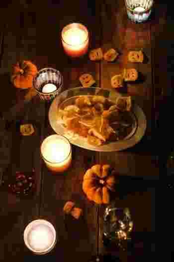 カボチャはやっぱりマストアイテム!キャンドルの光に照らされて、しっとりと落ち着いたパーティーを。