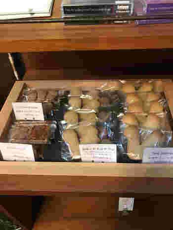 カナカナでは、焼き菓子も販売されています。可愛らしいリスの形をしたサブレは、大きさも値段も手頃で、お土産にぴったりです。