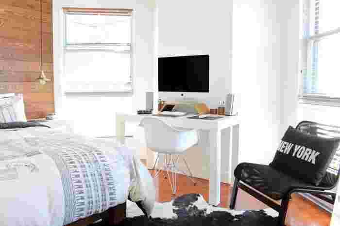 """新たな気持ちで過ごしたい季節、春。「小さなワンルームを模様替えしたいけれど、狭くてできることは限られている・・・」そんなお悩みを抱えるあなたにオススメなのが、""""色""""でお部屋をデザインチェンジする方法です。"""
