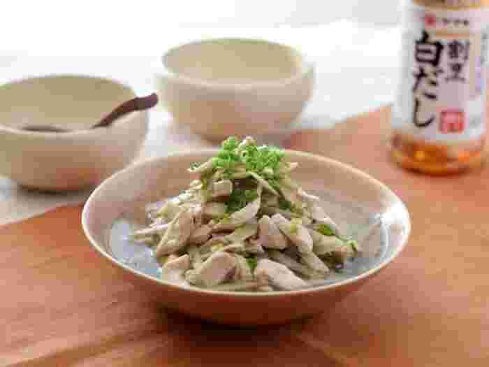 鶏むね肉×ごぼう。割烹白だしだけで煮る、極々シンプルな煮物レシピ。煮る時間も計4分と、まさに「さっと煮」ですね。忙しい時でも手軽に和食を食べたい時、役立ってくれそうです。