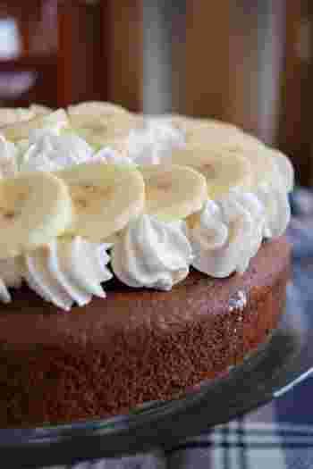 チョコレートとバナナが嫌いなちびっ子はいるのでしょうか?と思うくらい人気の組み合わせのチョコバナナ。これに生クリームが入れば立派な記念日ケーキに大変身ですね!