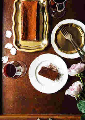 使う食材は五つだけ。おうちで濃厚なスイーツが簡単に作れちゃいます。リッチな味わいで、コーヒーや紅茶にはもちろん、ブランデーやウイスキーとも相性も良い大人のスイーツです。