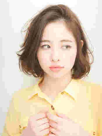 イメージチェンジには分け目を変えるのも有効。「最近、髪のボリュームが減ってきたな」という人も、時々分け目を変えてみて。