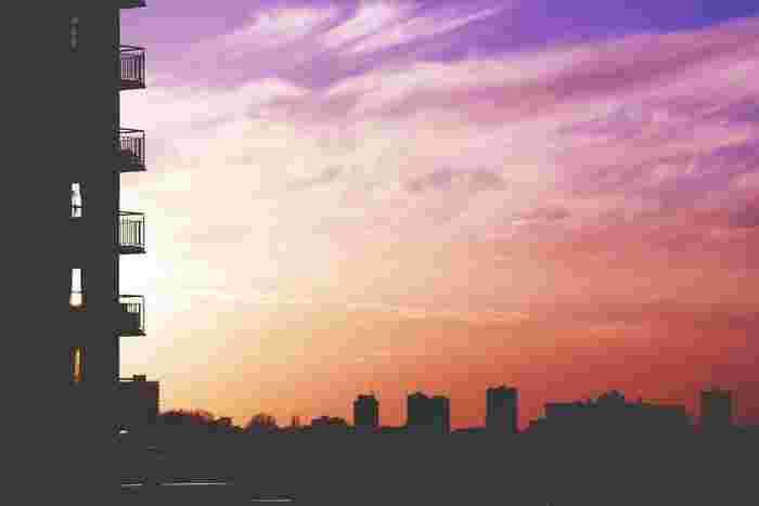 建物のシルエットもカッコいい写真になります。画面が傾かないよう、まっすぐのラインを意識して撮るのがポイントです。