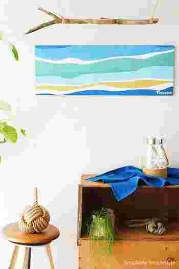 フィンレイソンの手ぬぐいを使ったファブリックパネルは、素材の形をそのままいかして横長に作ってもいいですね。夏は爽やかなブルーなど、季節に合わせて取り入れたいですね。