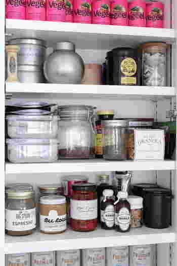 棚に奥行きがあるとつい食品をため込みがちになりますが、浅いつくりなら奥のものが見渡せるので食品管理がしやすくなります。リフォームを検討されている方は、ぜひ以下のリンク先のページを参考にしてみてくださいね♪