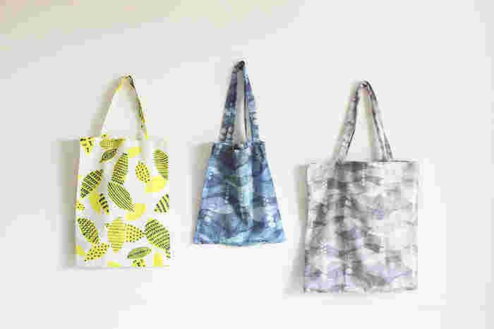 マイバッグはいくつかあると便利なので、お友達へのちょっとしたプレゼントにも喜ばれるかもしれません。もしくは何かプレゼントするときに、贈り物をこのバッグに入れてあげてラッピング代わりにしてもいいですね。