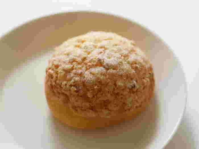 ヘーゼルナッツのサンライズ こちらはヘーゼルナッツ入りのメロンパン。しっとり、やわらか。オーナーのおススメはライ麦パンとカンパーニュだそうです。