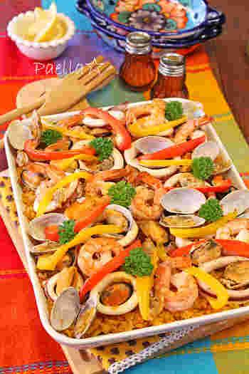 ■パエリア たっぷりの具が食べごたえ満載のパエリア! これは、もう胸が躍ります♪炊飯器で簡単に作れるレシピもあるので、トライしたいメニューですよね。