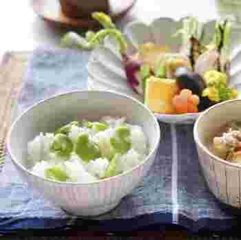 まだまだ寒い日が続きますが、日差しが温かくなる季節ももうすぐ。スーパーなどには、春野菜が並び始める頃ですよね。寒い冬に育ち、きれいな緑に生命力を感じるお野菜たち。今回は、そんな春野菜を使ったレシピをご紹介したいと思います。ぽかぽか陽気はまだ先ですが、一足早く「春」を食卓に並べてみませんか?