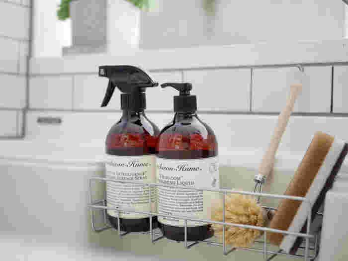 植物由来の洗浄成分をたっぷりとブレンドしているので、控えめな泡立ちですが、油汚れを落として食器を綺麗にする十分な洗浄力を備えています。また、天然アロマ成分の爽やかな香りには、配水管などの嫌な臭いを抑える効果も。先ほどのフードセーフスプレーと一緒に常備しておけば、キッチンをより清潔に保つことができますよ。