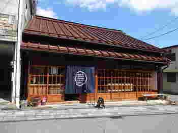歩き疲れたところで、ひとやすみ。ティータイムにおすすめなのが、「日光珈琲 御用邸通店」。田母沢御用邸近くの落ち着いた通りにある古民家カフェです。