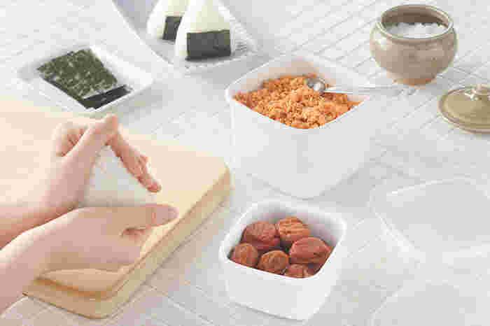 スクエア型はちょっとした佃煮やカットフルーツなどを入れておくのに丁度いいサイズ。お漬物を入れても臭いや色がつかないから安心です。