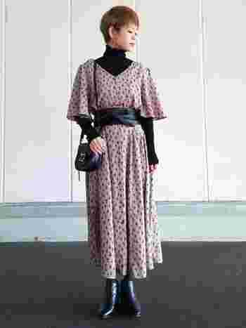 ワンピースは裾上げが難しく、どうしても長め丈の着こなしになってしまう方にも太ベルトがおすすめ。ウエストをベルトで締めることで丈も短くなり、着られてる感なくおしゃれに着こなせます。 (モデル身長:152cm)