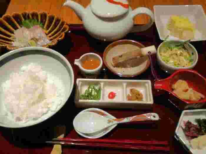 こちらはランチの鯛茶漬け。銀座でリーズナブルに鯛茶漬けが味わえると人気です。
