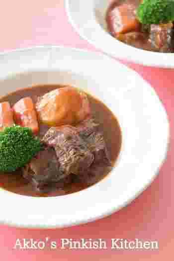 最後に、冬になるとやっぱり食べたくなりませんか? ビーフシチュー。 牛すね肉をじっくりと煮込んで作るシチューは、やっぱり格別です♡