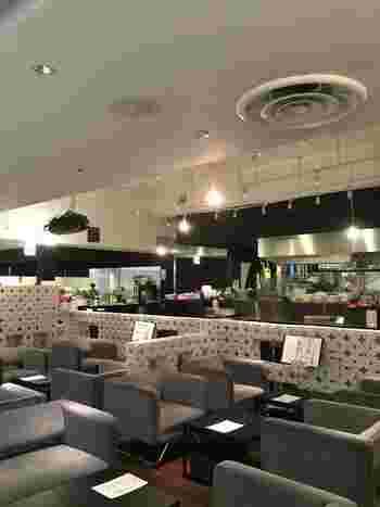 なんばCITY館内にあるシーカーズカフェは、旬の素材を活かしたオリジナルドリンクが自慢のカフェレストランです。