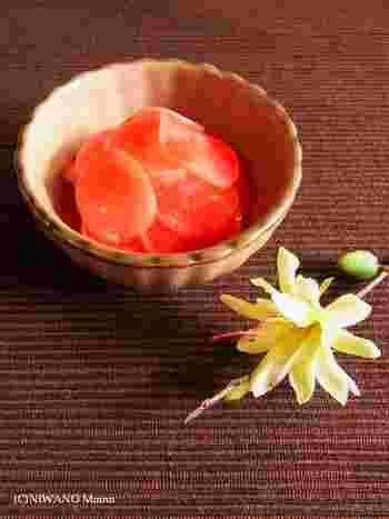 梅はちみつ漬けというの名のとおり、ラディッシュを、梅肉×はちみつだけで味付けした漬物です。子供でも食べやすい味わいです。  塩っぽい梅ではなく、ちょっとまろやかな梅を使うのがおすすめ。