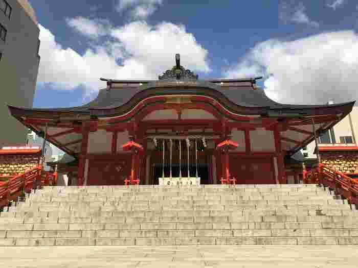 新宿という立地上、人が多いイメージはありますが、実は初詣時期はお店などもお正月休みに入っているため、通常より人も少なく、また、敷地が大変広い神社なので穴場スポットとなっています。