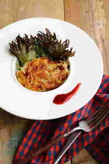 フライパン料理でおすすめなのが、じゃがいものガレット。このレシピでは豚肉を使い、じゃがいもの甘さがより引き立つガレットになっています。そのまま食卓に出してもおしゃれですよ♪