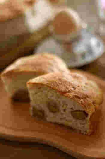 成型せずにパンが焼ける無水鍋。思い立ったらすぐ作りたくなりそうですね。朝食やおやつにぴったりです。