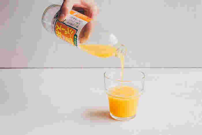 1950年にイタリアで誕生したボルゴノーヴォ社のパプリカグラス。どこかレトロで懐かしい味わいがあるグラスは、くびれがあるので手にフィットします。オレンジジュース、牛乳、水、朝の目覚めの1杯を入れるドリンクにピッタリです。
