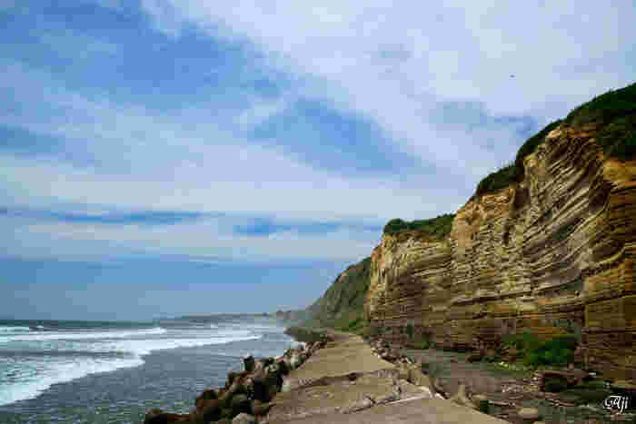 """切り立った断崖が続くさまが、イギリスとフランスの間にあるドーバー海峡にある""""白い壁""""に似ていることから、「東洋のドーバー」とも呼ばれています。"""