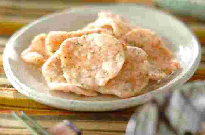 干し桜エビを使った手作りのおせんべい。素朴で自然味あるおいしさに、ついつい手が伸びます。シンプルな材料で作る、安心で体にも優しいおやつやおつまみにもなります。