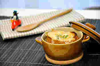 時間がある時は丁寧に作りたいですよね。そんな時はこちらのレシピ。その丁寧さが、あめ色玉ねぎの美味しさをより引き出してくれます。