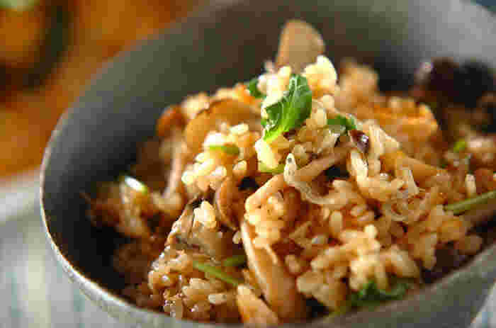 旬の舞茸の香りやうまみを無駄なく取り入れた炊き込みご飯。きのこを煮て、その煮汁も加えて炊き上げます。季節の香りが絶品の一杯です。