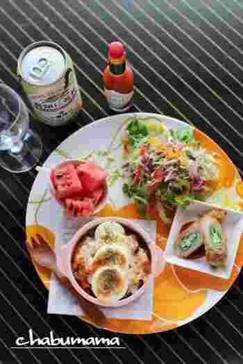 ハッシュドビーフ→野菜→ハッシュドビーフと重ねることで濃厚でお酒にもよく合うグラタンに。こちらのレシピでは夏野菜を使っていますが、その時期の旬の野菜を使っても◎