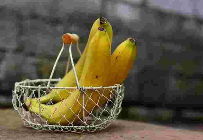 """朝ごはんやおやつに食べる人も多い""""バナナ""""。果物の中では糖質が高めだと言われていますが、お砂糖の代わりにスイーツに使うにはぴったりの食材です。ねっとりとした食感や、お腹が満足するボリューム感を活かしてみましょう☆"""