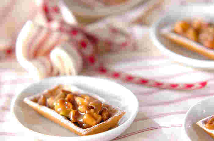 サクッとしたタルトの食感と、キャラメルでコーディングされたナッツの相性が最高!家でのおやつにも、プレゼントにもおすすめのナッツお菓子です♪