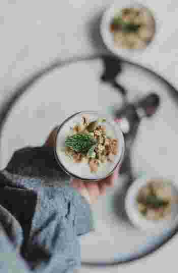 心と体には食生活も大きく関係します。体に必要な栄養素を取ることはもちろん、楽しく食べる、リラックスして食べる等、「どう食べるか」という点にも気を配りたいですね。