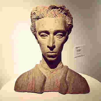 """22歳から1988年に73歳で亡くなるまで、51年間アラビア社で活躍した、Birger Kaipiainen。 《Paratiisi》発表以前の作品は、アートピースの名作が多く、""""陶芸界のプリンス""""、""""デコレーションの王様""""と呼ばれました。"""