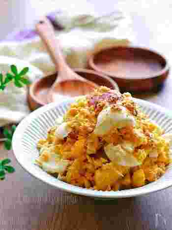 ゆで卵、ツナとさつまいもを合わせて、ホクホクの食感を味わうサラダ。風邪予防や血行増進効果もあり、秋にピッタリのメニューです。