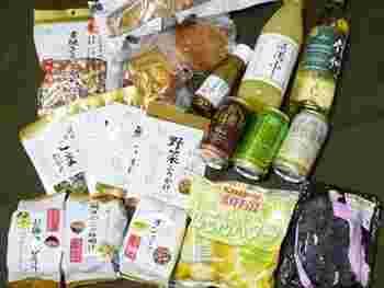 いかがだったでしょうか?軽井沢にはリンゴや野沢菜、チーズにハムなど魅惑的な食品がたくさん手に入ります。また野菜も新鮮でとっても美味しいんですよ。今回ご紹介したお土産たち、次回軽井沢に訪れた際には是非手にとって試してみてくださいね。