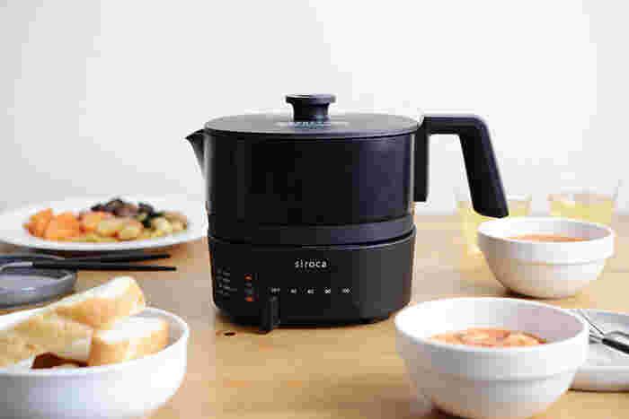 お料理に使える「siroca(シロカ)」のケトルです。お湯を沸かすだけでなく、スープや鍋、チーズフォンデュやシチューなども作ることも出来ます。40~100℃までお好みの温度に設定できるので、飲み物やお料理に合わせて適温を選べます。