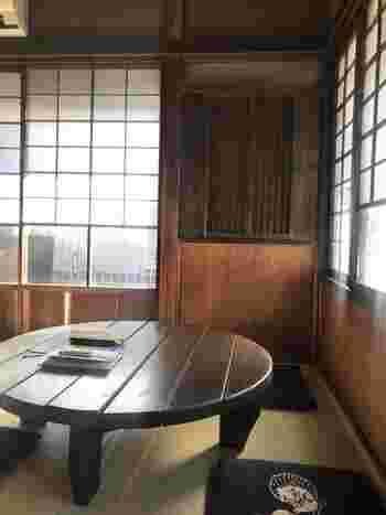 座布団とちゃぶ台、という日本らしいスペースも。すっかりくつろいで、つい長居してしまいそうな居心地の良さです。
