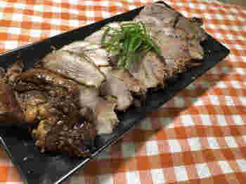 調味料を先に入れてお肉を煮てしまうと、どうしてもかたくなりがちです。そこで、まず肉のみを圧力鍋で下茹でし、そのあとに調味するととろとろに仕上がるようです。
