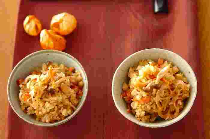 干し人参、干しレンコン、干ししめじがたっぷり入った中華おこわ。他にも焼き豚やピーナッツ、水煮のたけのこなどが入り、食感も味も抜群!子供も大人も喜ぶ満腹レシピです。